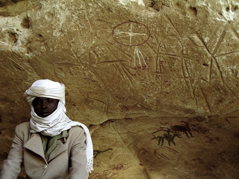 Figure 3 – This young nomad by the name of Mahamat, living in central Ennedi Highlands, asserted that the engraving marked here with a circle was done by himself, being the sign with which his family marks their camels