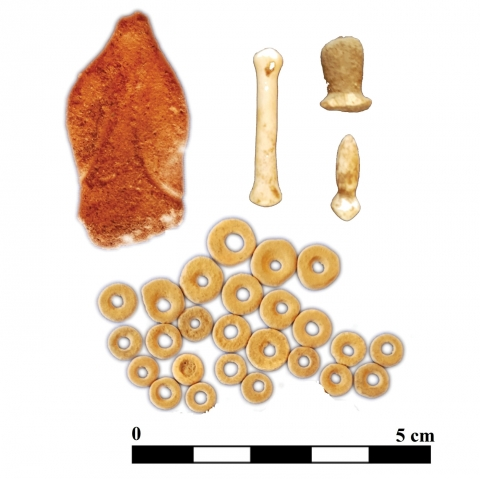 Figure 17 – Small finds (Figurine, Ostrich eggs beads and lip plug) from the graves and settlement contexts