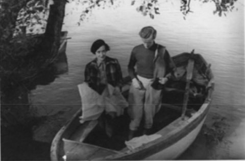 Fig. 1. Umberto Zanotti Bianco and Paola Zancari Montuoro on the bank of the Sele River, April 1934
