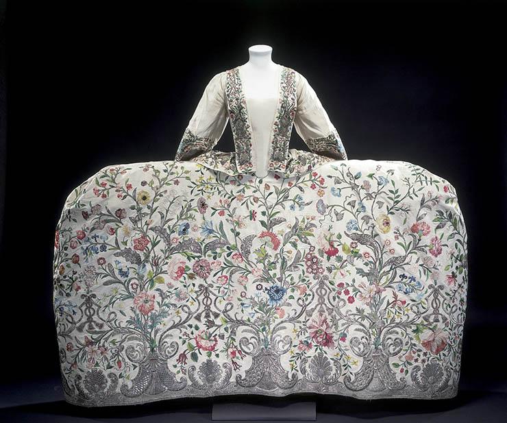 French court dress 1700s fashion