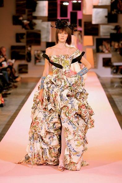 ead6d3110a81e De l influence du costume de cour sur la création haute couture de ...