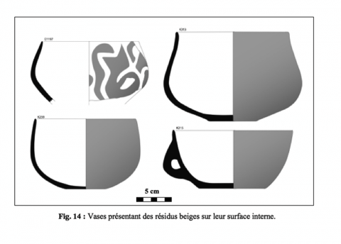 Figure 14 : Vases présentant des résidus beiges sur leur surface interne.Figure 14: Ceramics with beige residues on the inner surface.