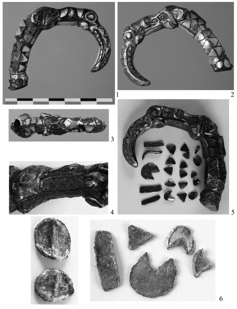 Figure 4: Silver quiver hook with gold inlays.Figure 4 : Agrafe de carquois en argent avec inclusions d'or.