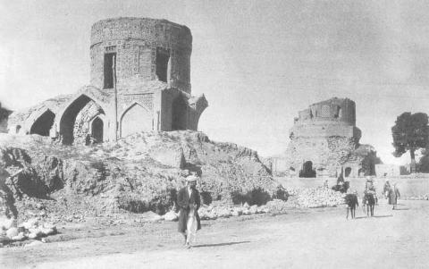 Fig. 1 – Mazar-i Sharif, tombs to the south of the shrine, exterior