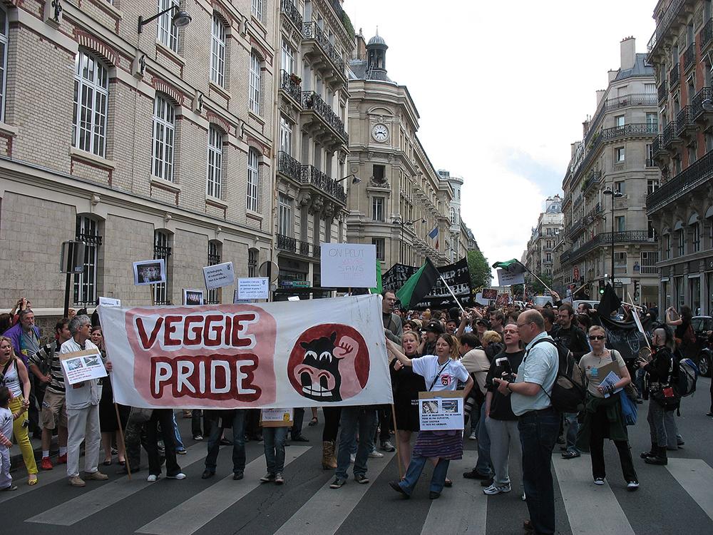 dijon rencontre gay community center a Ivry sur Seine