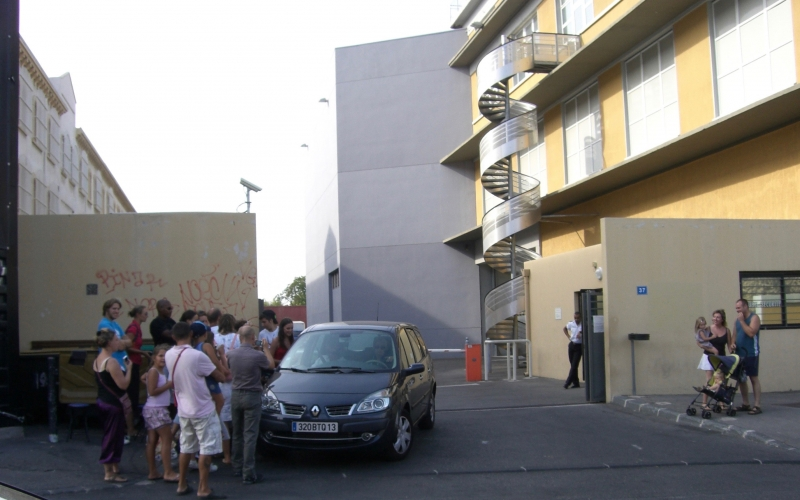 Fig. 3. Fans waiting outside the studio at Belle de Mai in Marseille where the series is filmed, august 2010