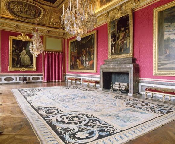L'ameublement et le décor intérieur du salon de Mars (1673-1789)