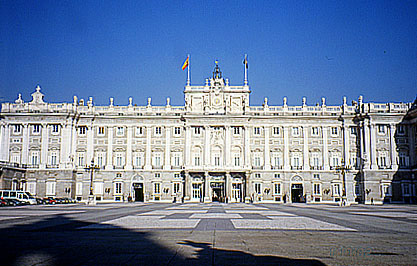 Fig. 10 : Palais royal de Madrid.
