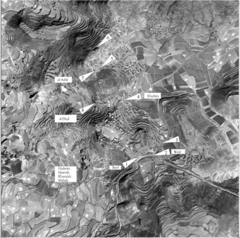 3. Quickbird satellite image 01.01.2004 of Ẓafār showing the suspected positions of the city gates. The four names in the lower left (Hadwān, Ḥawrah, Kharafah and Mābah) are not precisely assignable to the gates.
