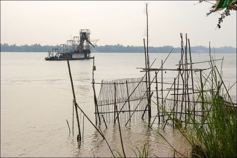 Photo 4 - A bucket dredge in the delta, Mekong channel, Vietnam