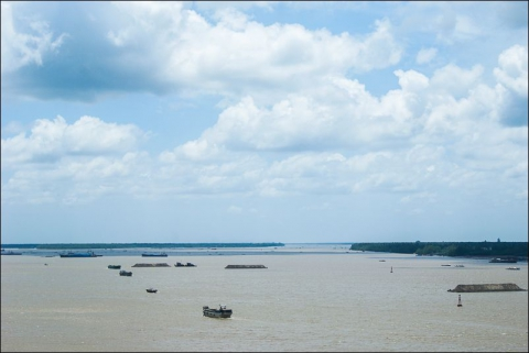 Photo 5 - Barges transporting sand in the Lower Mekong, Ham Long, Vietnam