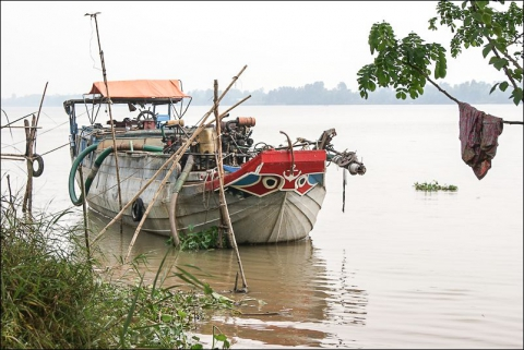 Photo 6 - A Small pumping dredge, Basac channel, Vietnam