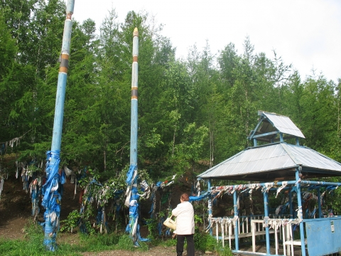 Picture 1. Shrine on the road between Chita and Ulan-Ude at the pass over the Yablonevyi Mountain range (July 2007)