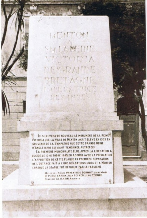 9. Plaque fixed by the Menton municipality on the pedestal of the statue of Queen Victoria in 1945