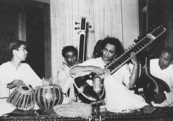 L improvisation du joueur de tabl dans le khy l for Un jeu de miroir sohrab khan