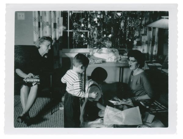 La Photo De Famille Et Ses Usages Communicationnels