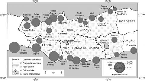 Fig. 4 – The location of, and population concentrations within, towns and villages of the Fogo District (Population data from INEP, 2002). 1: Concelho boundary; 2: Freguesia boundary; 3: Fogo district boundary; 4: caldera lake; 5: name of concelho.Fig. 4 – Localisation et concentration de la population dans les villes et villages du District du Fogo (données démographiques d'après INEP, 2002). 1 : limite du Concelho ; 2 : limite de la Freguesia ; 3 : limite du district de Fogo ; 4 : lac de caldera ; 5 : nom du concelho.