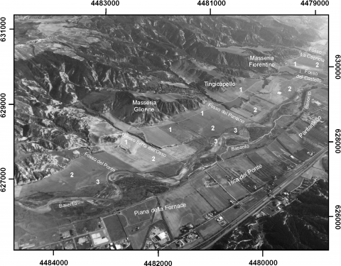 Fig. 3 – Panoramic view of the middle valley of the Basento River Fig. 3 – Vue panoramique de la moyenne vallée du fleuve Basento