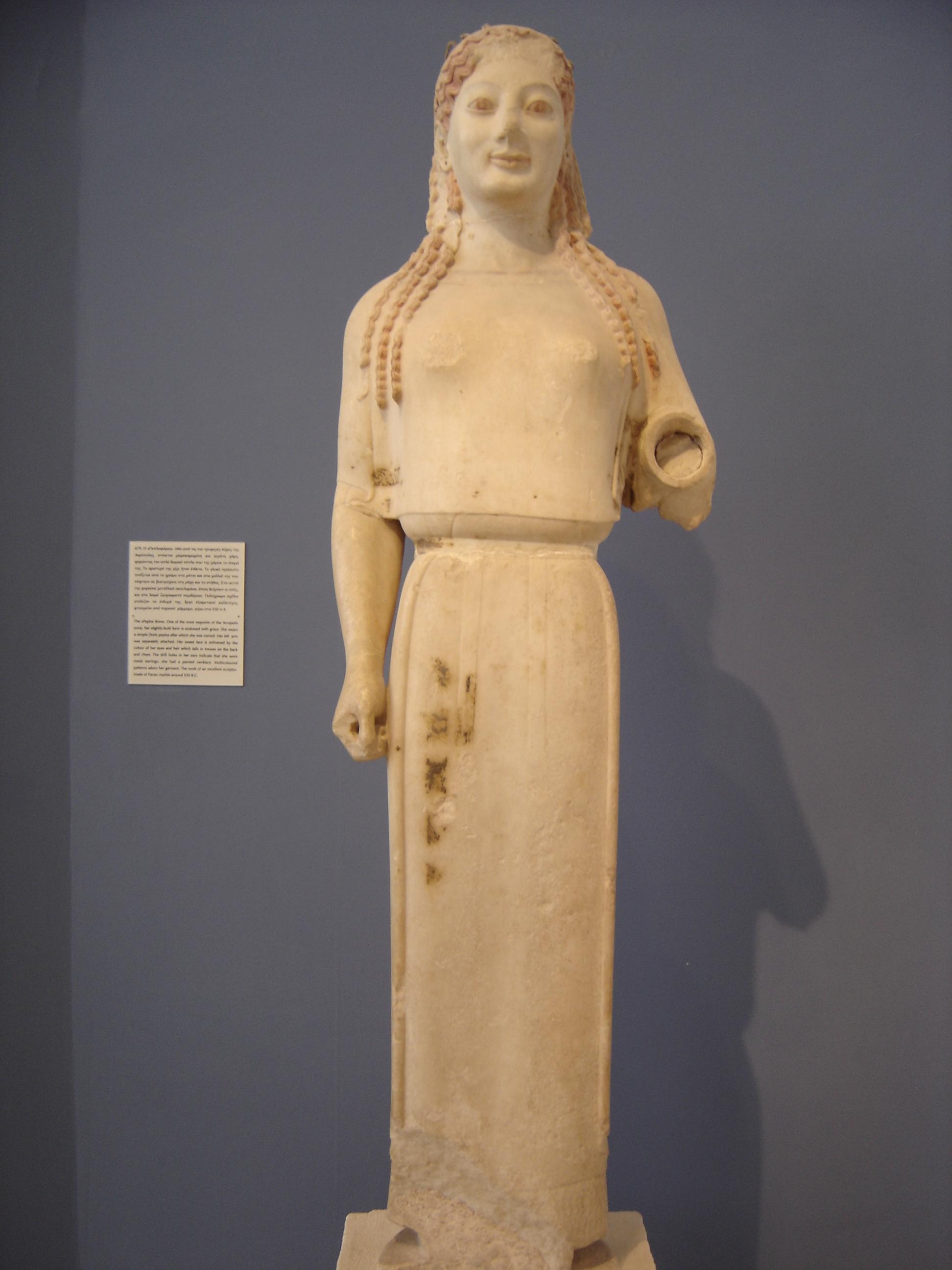 Sculpture Femme Ronde Colorée l'épiderme des statues grecques : quand le marbre se fait chair