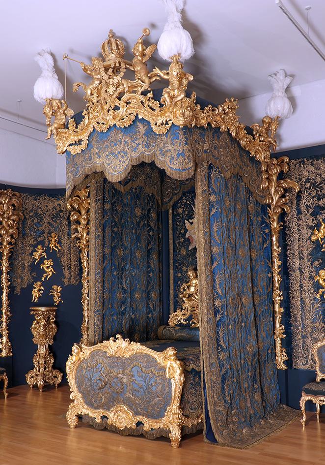 Das Bett Des Ersten Schlafzimmers Konig Ludwigs Ii Im Schloss Linderhof