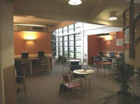 "Figure 7 - The I, Monks Park Secondary School, Horfield, Bristol (construction : 2001). ""Drop-in area""."