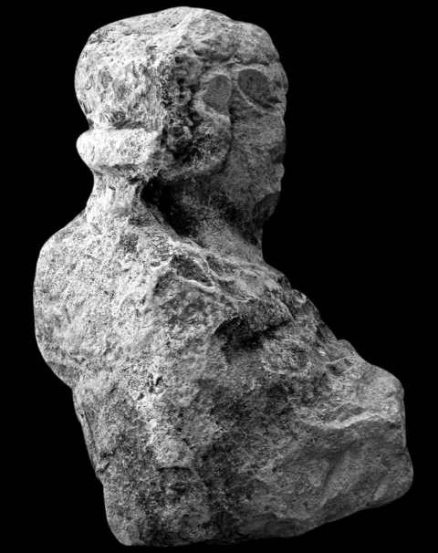 Fig. 5.— El Ferriol (Elche). Buste masculin, casqué