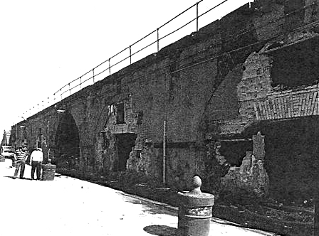 Fig.9 - Naples. The San Vincenzo pier: arches before the restoration.