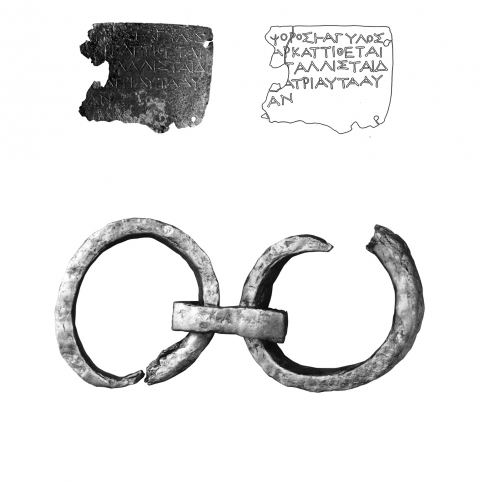 Fig. 10 – Inscription and leg irons from the Demeter sanctuary in Herakleia (Gertl 2012, p. 135, fig.10).