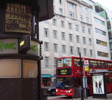 Double Decker Londonien Et Autobus A Plate Forme Arriere Parisien