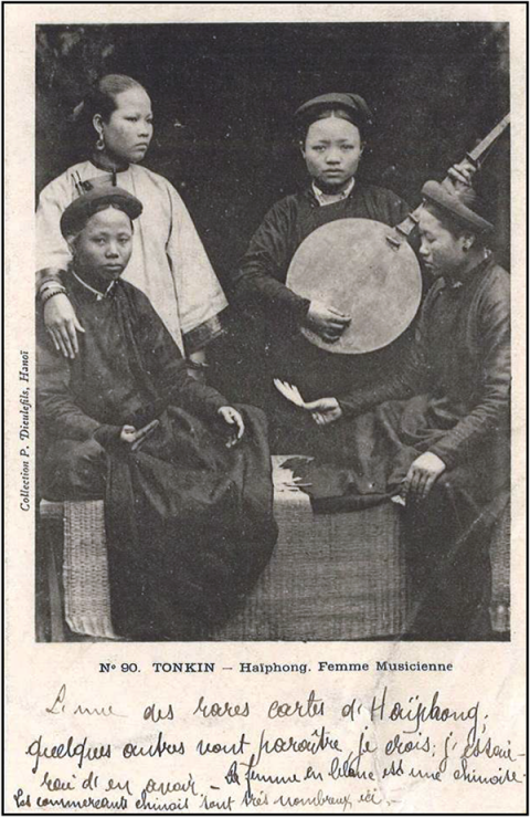 Fig. 7. Une chanteuse chinoise à Haiphong vers 190032
