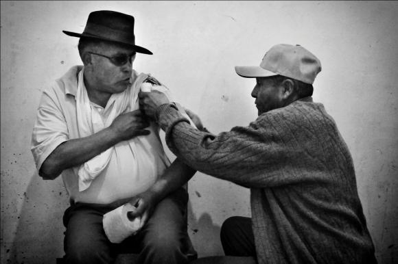 Los hueseros Escobar  Hibridación entre la medicina