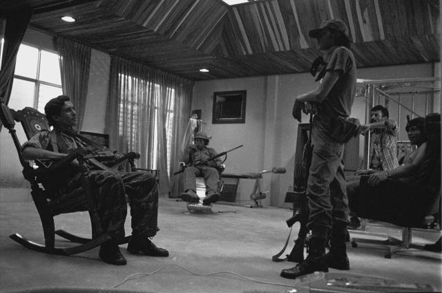 La revolución sandinista en imágenes. El episodio de la toma del búnker de  Somoza en la lente de Pedro Valtierra. Nicaragua, 1979
