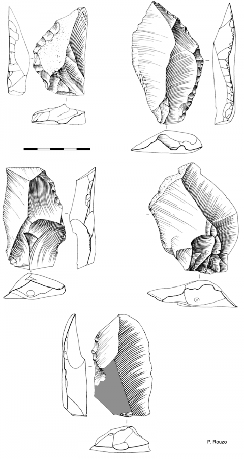 Fig. 10 - Couteaux à dos abattu sur éclatFig. 10 - Backed knives on a flake