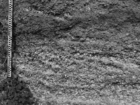 Figure 3 – Front view of a quarry bearing alluvial sediment containing plenty of siliceous pebbles.
