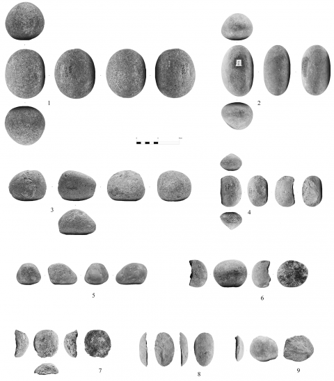 Figure 23 - Examples of cobbles from the hearth k of the Observatoire Cave (n° 1-3, 6 : sandstone, n° 4-5, 8-9 : limestone, n° 7 : andesite ; n° 1-3, 5 : cobble with scars of a use in percussion ; n° 6-7 : cobbles with marks of an anvil percussion ; n° 4 : cobble with one intentional removal ; n° 8-9 : incidental flakes from a percussion) (clichés Michel Dagnino, DAO F. Burle, G. Porraz).