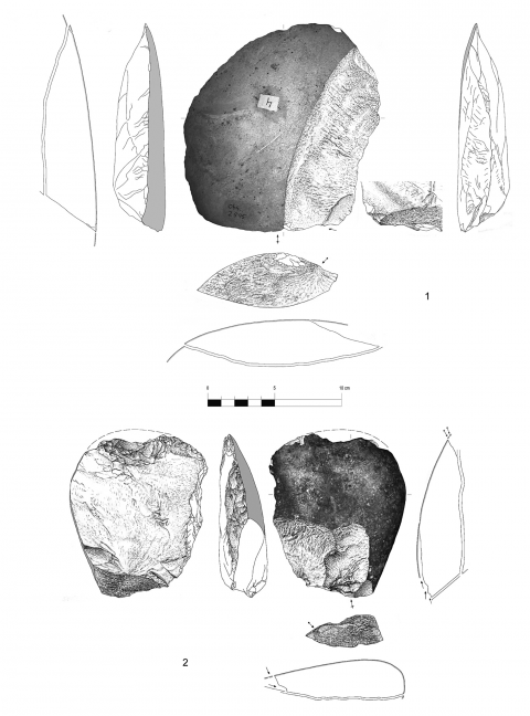 Figure 9 - Large flakes with cortical biseau showing an unilateral preparation, hearth k of the Observatoire Cave (drawings by M. Grenet).