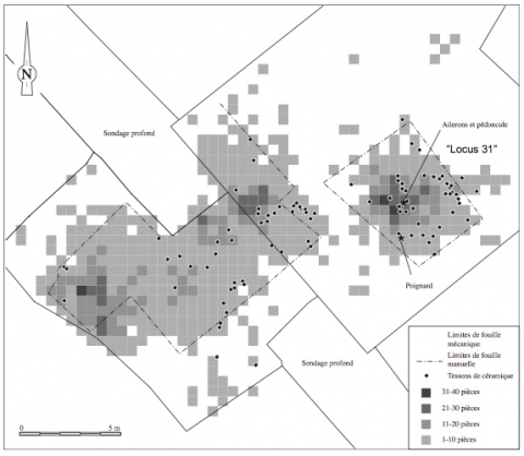 Figure 28 : Zone 5 : Répartition du matériel lithique par mètres carrés et localisation des tessons de poterie intrus. Figure 28: Zone 5: Distribution of lithic artefacts by square meters and location of intrusive potshards.