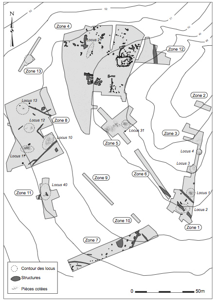 Figure 5 : Plan du site, où se superposent vestiges lithiques aziliens regroupés en locus et structures en creux de l'âge du Fer (DAO J.-F. Nauleau).Figure 5: Plan of the site showing the superposition of Azilian artefacts gruped in loci, and of Iron Age sunken structures.
