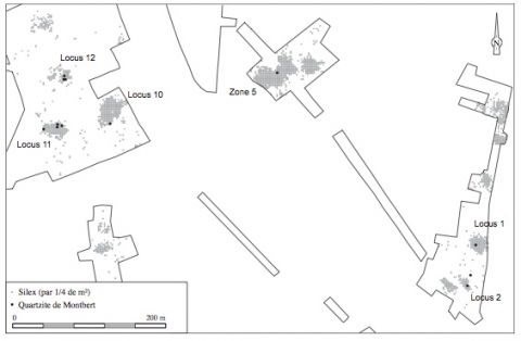 Figure 6 : Dispersion du quartzarénite de Montbert sur la partie sud du site, face à celle du silex (exprimée par quarts de mètres carrés) (DAO S. Sicard). Figure 6: Spread of Montbert Quartzarenite in the southern part of the site, compared to that of flint (by 1/4 of sq. m.).