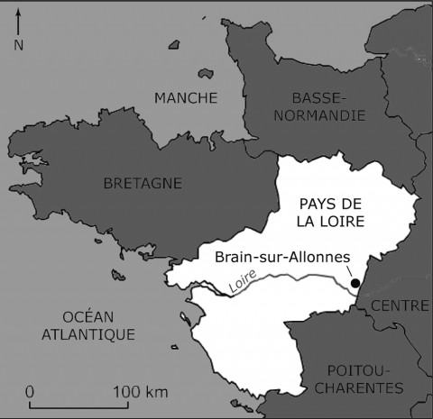 "Figure 1 : Localisation du site communément appelé « La Cave Peinte », au nord-ouest du bourg actuel de Brain-sur-Allonnes, dans le Maine-et-Loire.Figure 1: Location of the place told ""La Cave Peinte"", in the northwest of Brain-sur-Allonnes current village (Maine-et-Loire, France)."