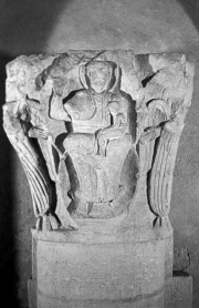 Paternité, relief de chapiteau, France, fin du XIe siècle