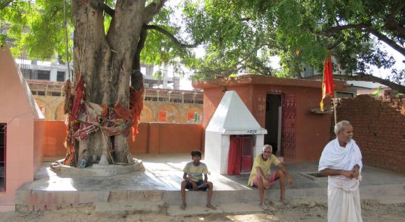 On Varanasi's Tiny Temples