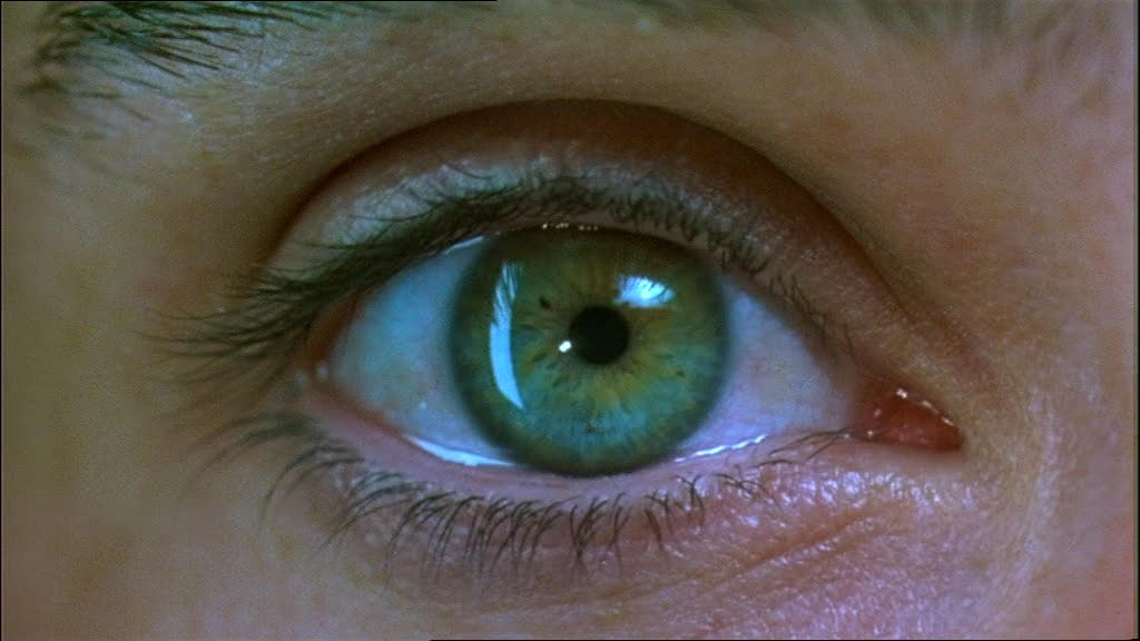 how to open your eyes wider for contacts