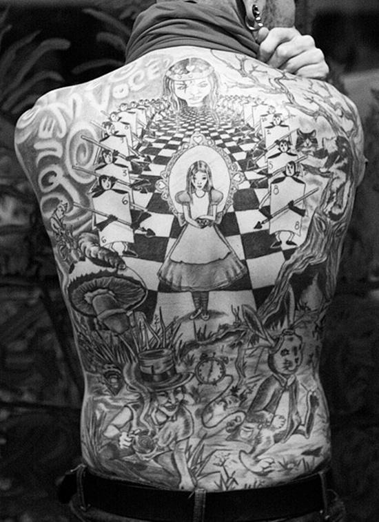 la merveille dans la peau : le tatouage féerique ou le nouveau pays