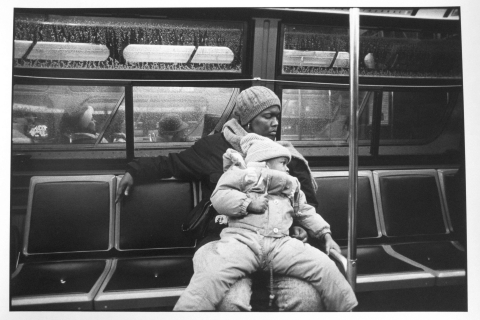 Figure 2: Tom Arndt, Mother & daughter on bus, Chicago 1989. © Tom Arndt/Courtesy Galerie Les Douches, Paris.
